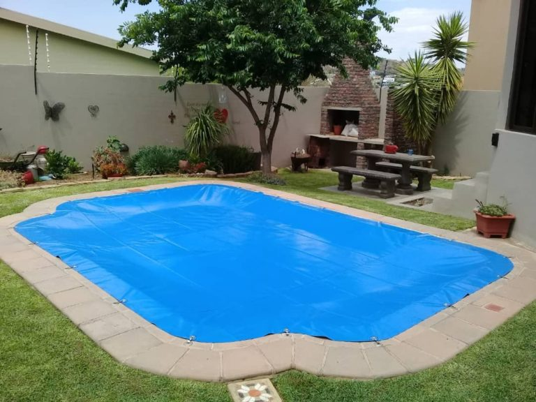 poolcovers_namibia_hook_in0005